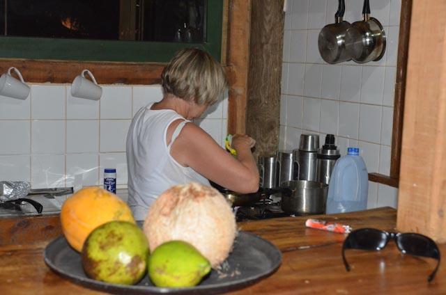 Her tilberedes fisk på kjøkkenet